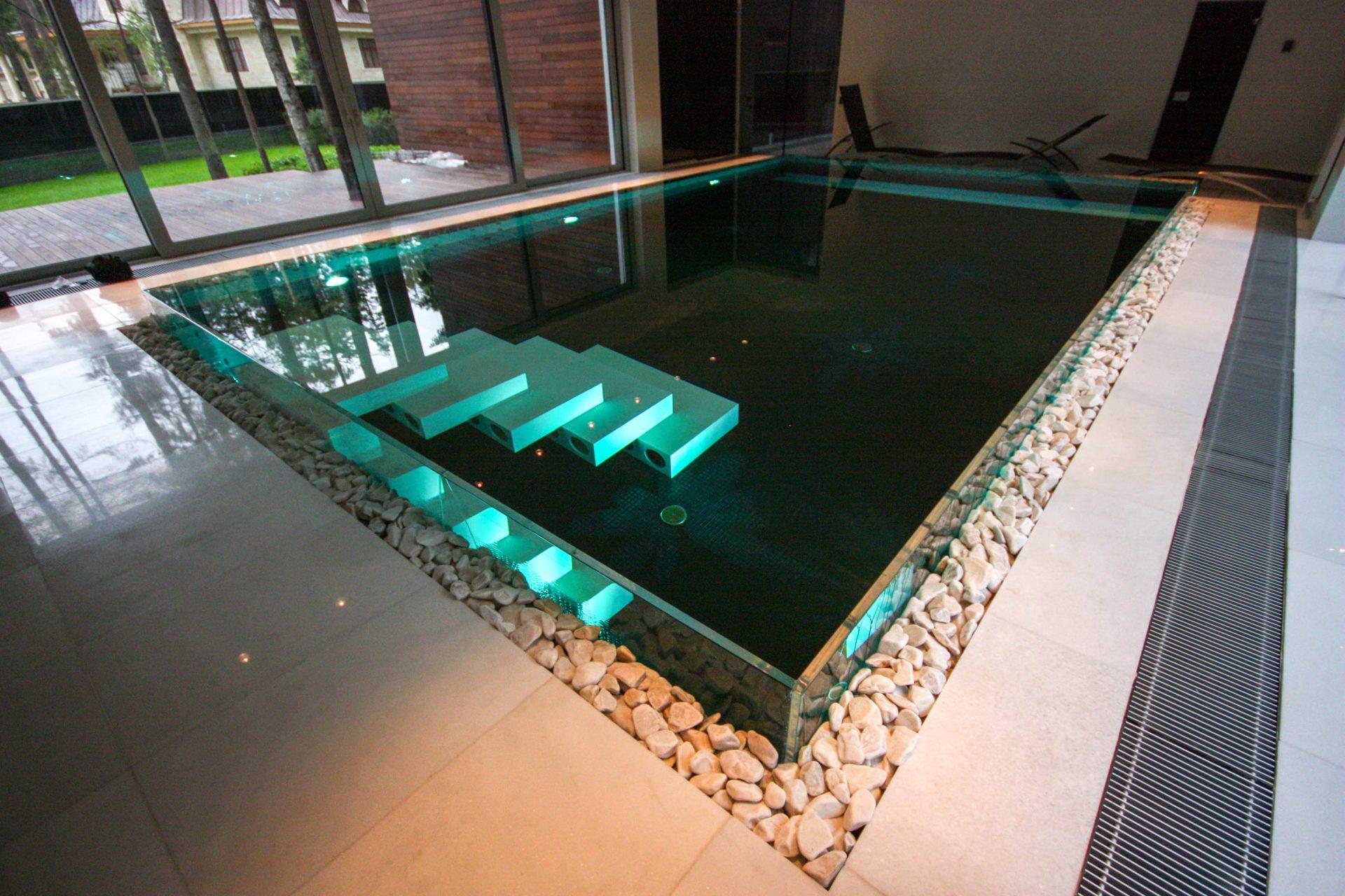 Частный бассейн со стеклом в Московской области Allpools