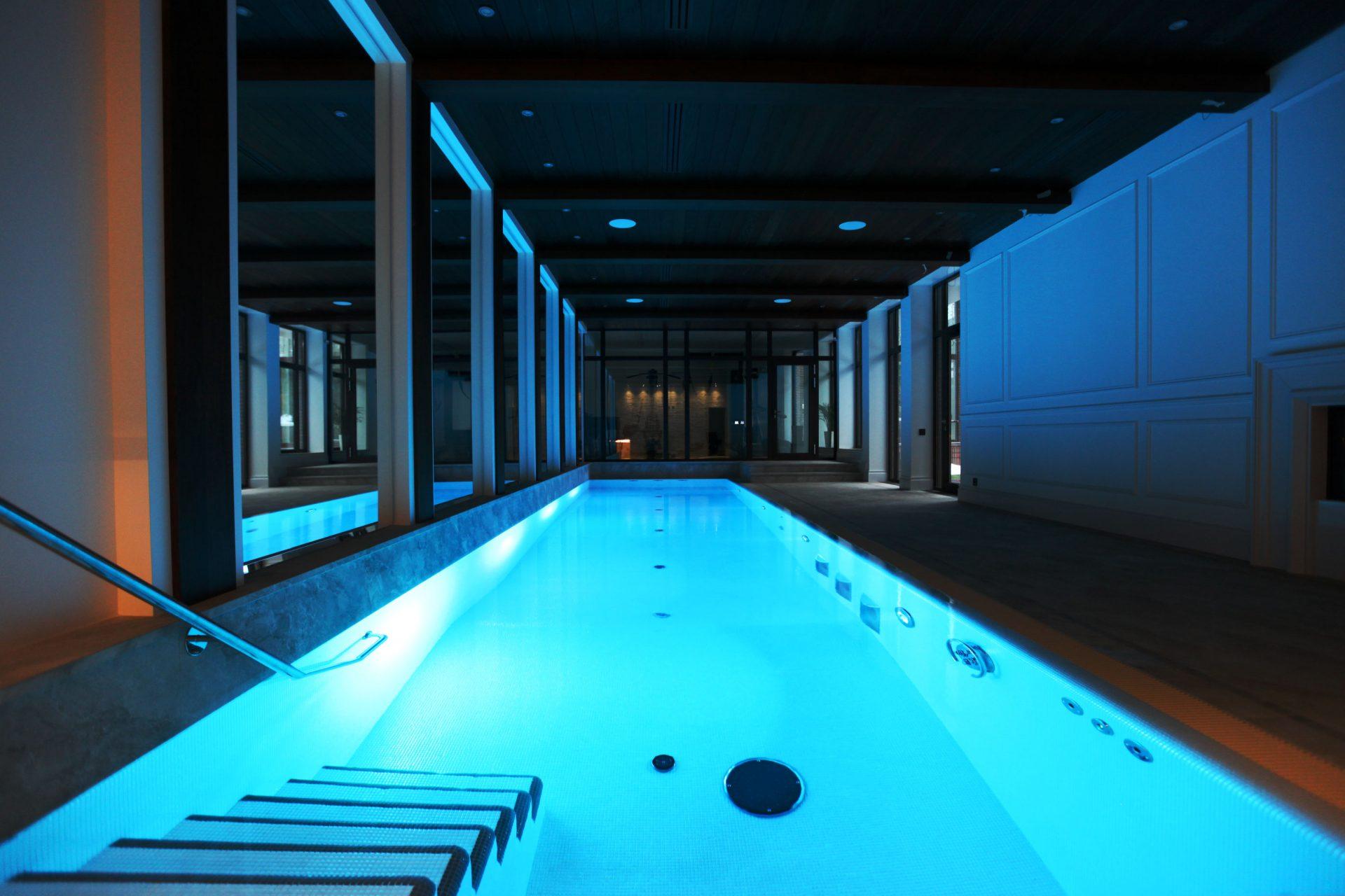 Бассейн с RGB подсветкой, купель, сауна и хамам в частном доме Allpools