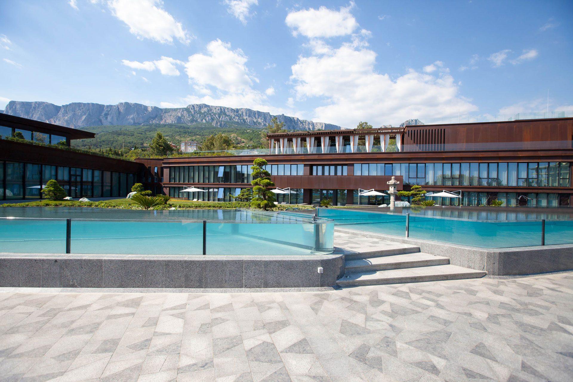 MRIYA Resort & SPA - Стеклянный каскадный пруд в японском саду Allpools