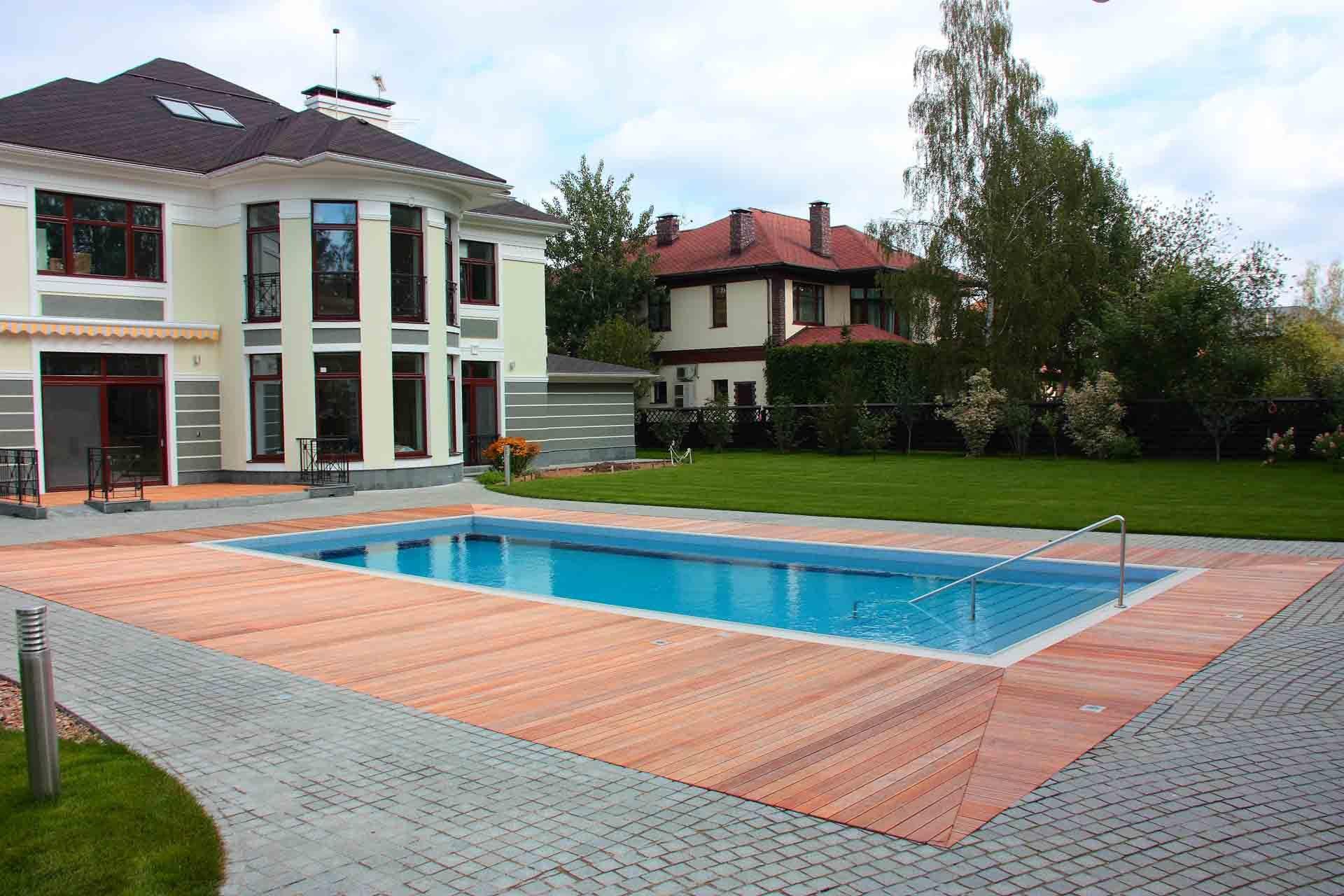 Уличный бассейн во дворе дома Allpools