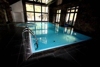Частный бассейн с джакузи в Московской области