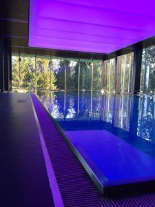 Частный бассейн со светящимся потолком