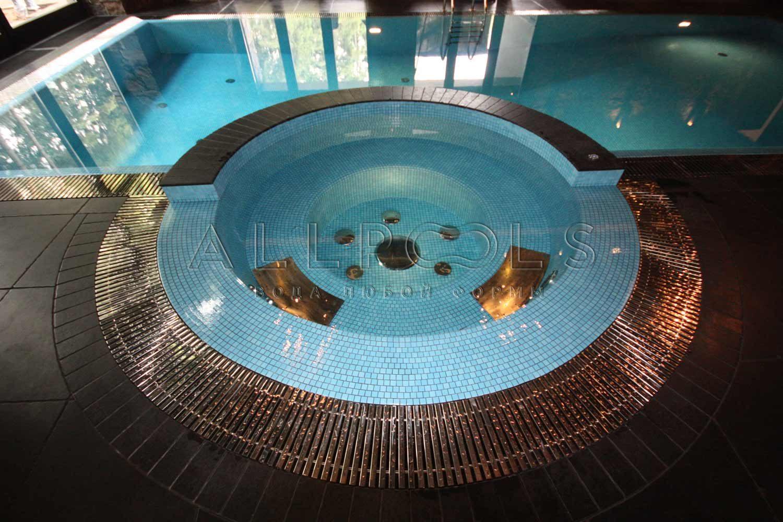 Итальянская мозаика скетчес в бассейне и джакузи