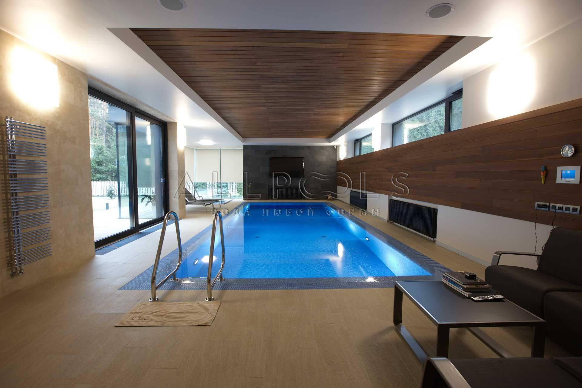Бенилюкс. Частная зона отдыха с бассейном и душем