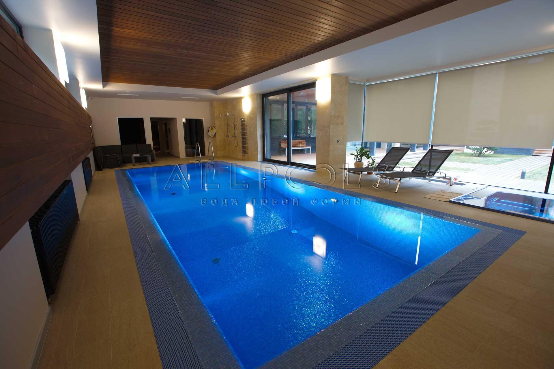 Плавательный бассейн, джакузи и сауна в частном доме для отдыха