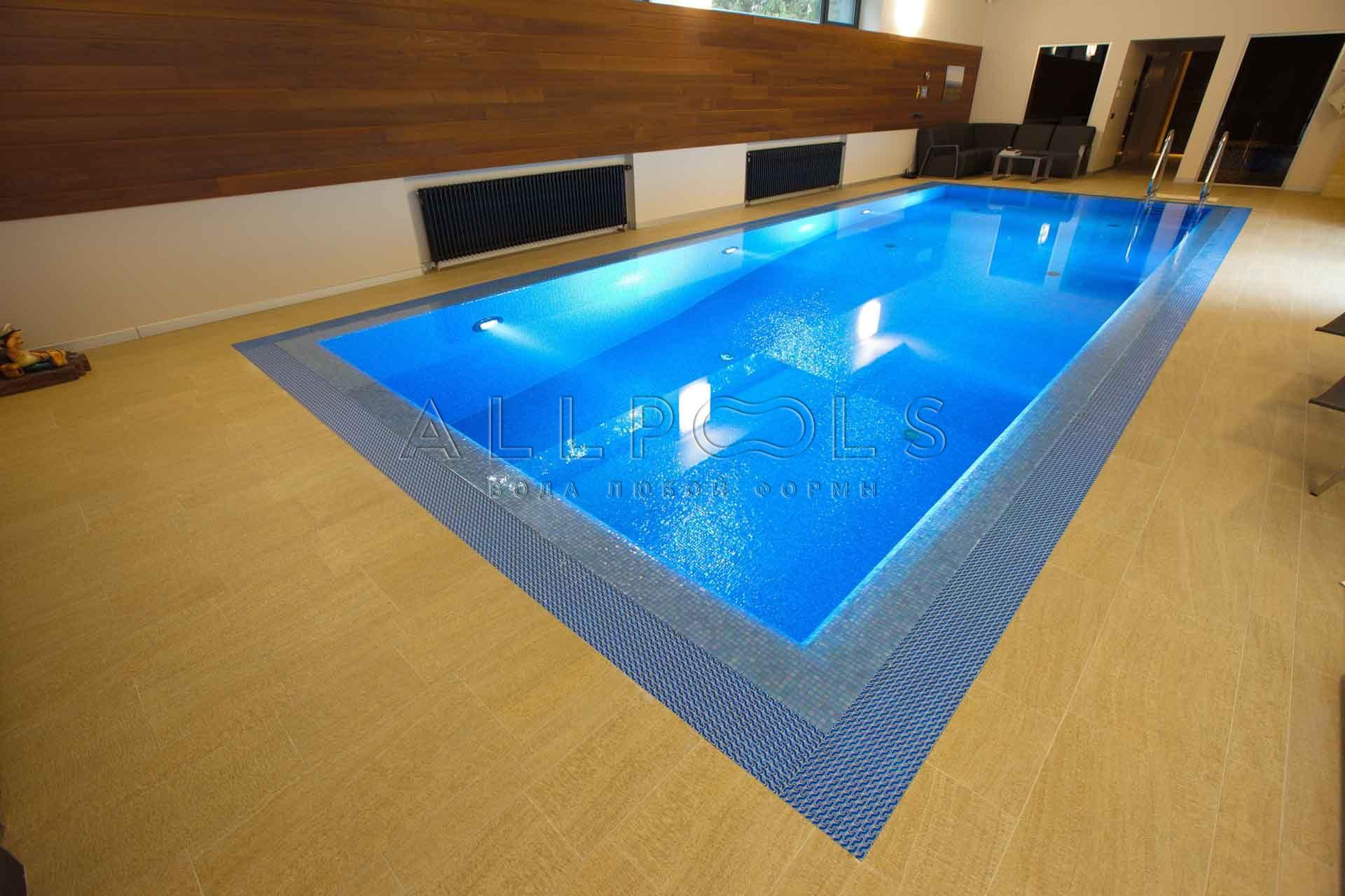 Прозрачная вода в частном бассейне от компании Allpools