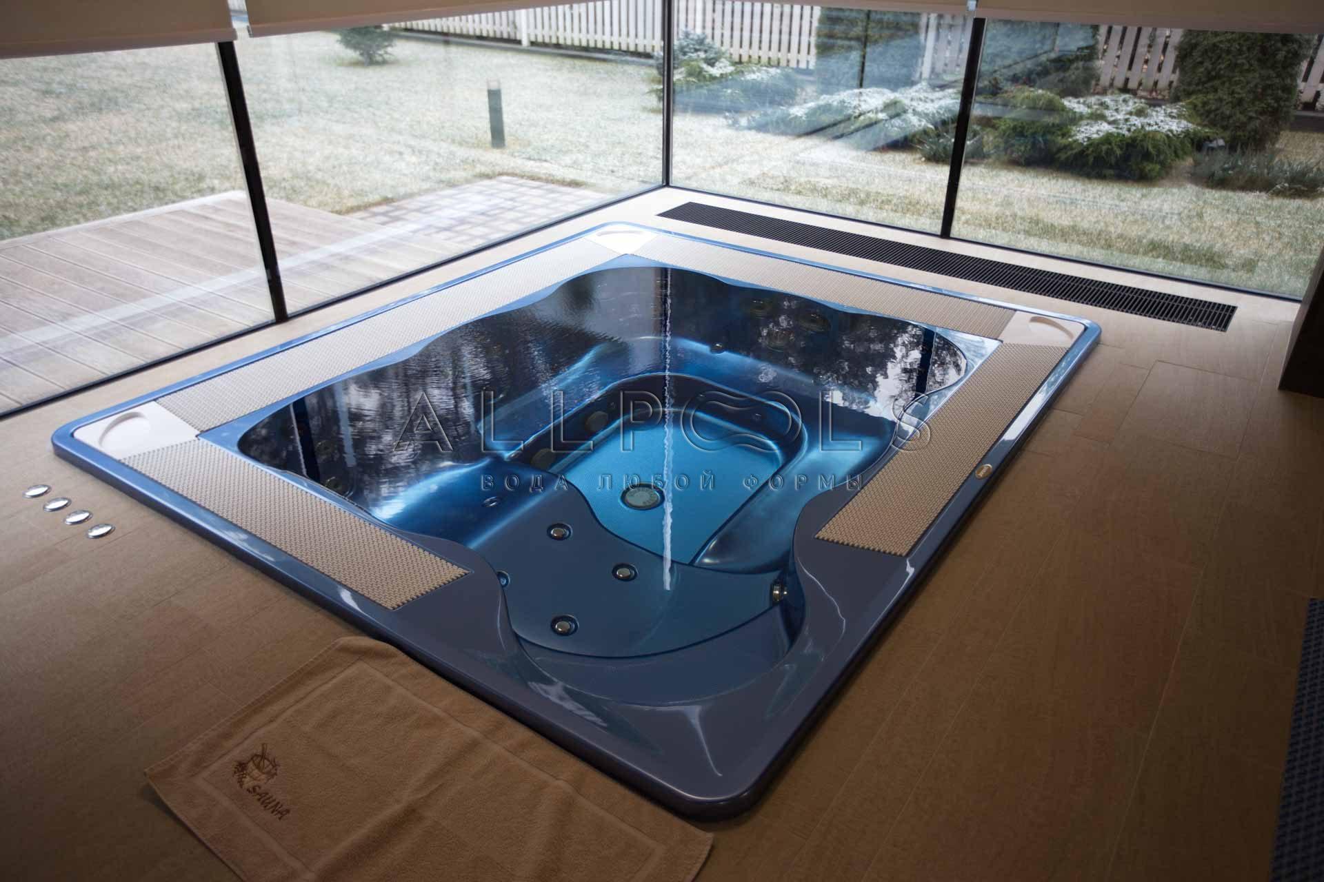 Джакузи с гидромассажем в частном бассейне