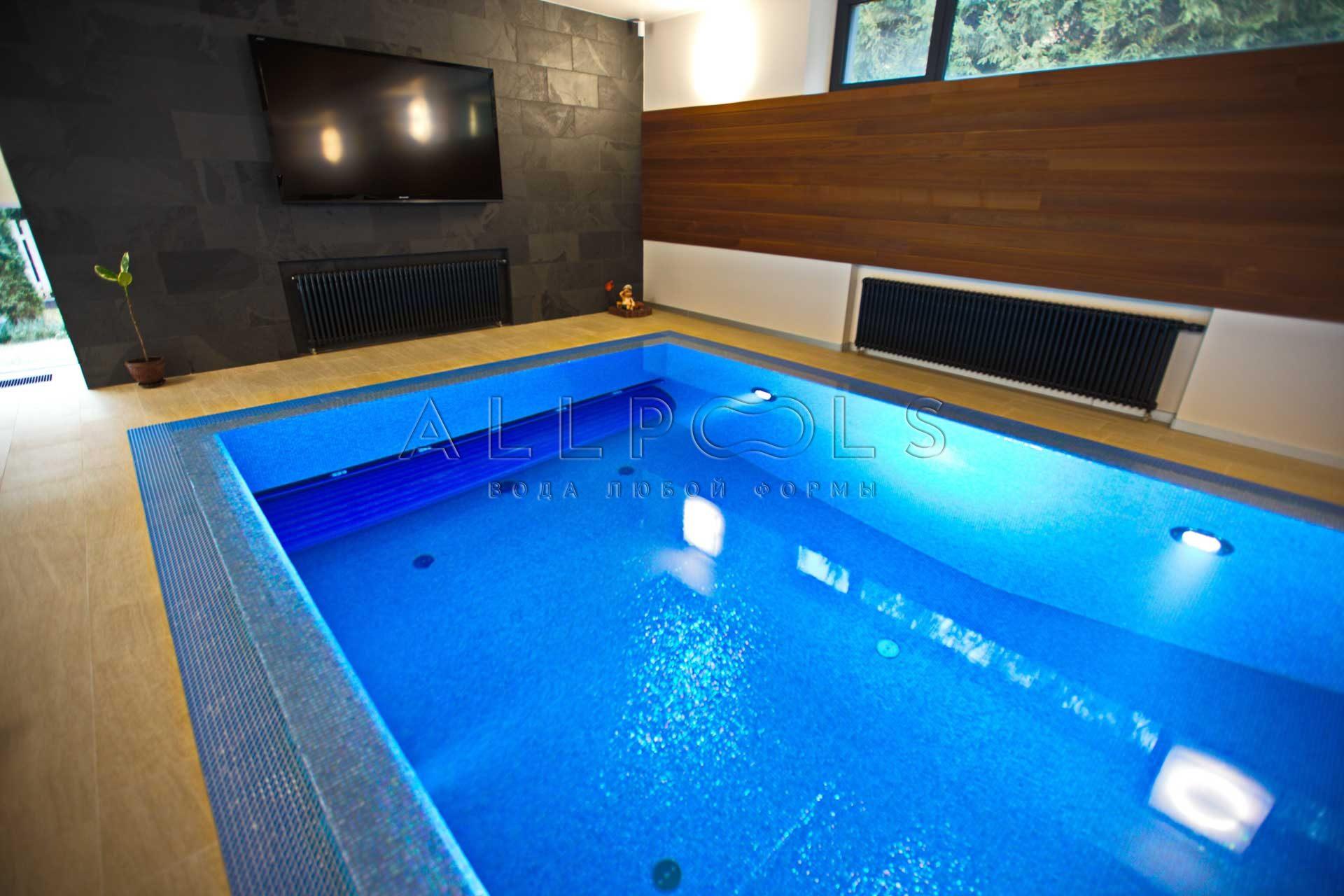 Свернутое плавающее покрытие для бассейна