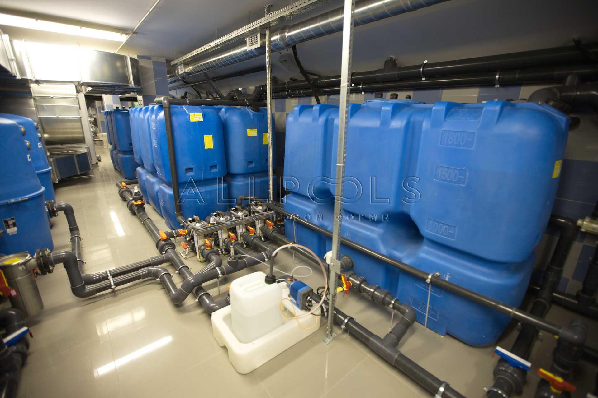 Современное оборудование в бассейне от компаний OSPA, Peraqua, Praher